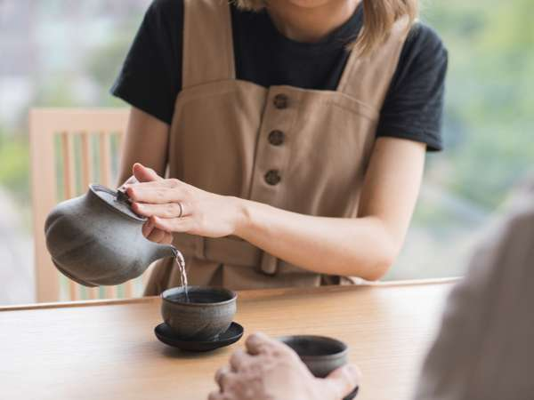 一部客室では北海道の作家さんのこだわりの茶器をお使いいただけます。