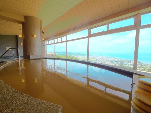 沖縄では珍しい天然温泉「猿人の湯」は、自然の恵みそのままの源泉かけ流し。