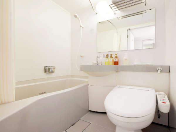 ≪客室バスルーム≫アメニティはハブラシ、ボディタオルをバスルームにご用意しています。