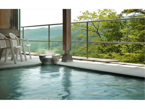 【高湯温泉 花月ハイランドホテル】自慢の景色と空中露天◎開湯400年の秘湯!乳白色の天然100%温泉