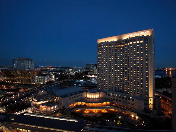 船着場の幻想的な夜景やレインボーブリッジを望むホテル。