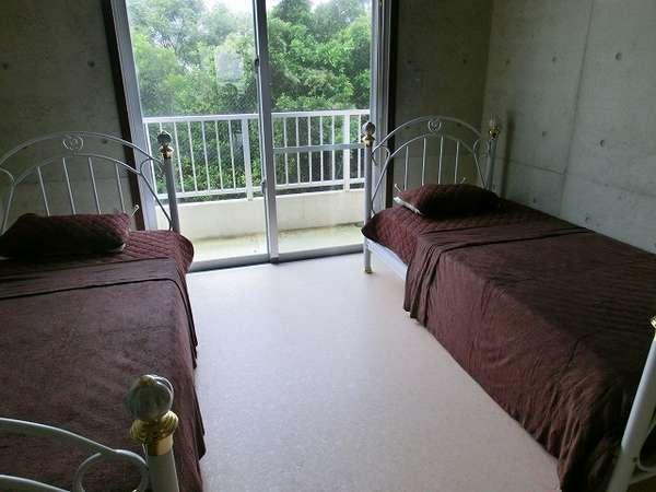 女性客に大変人気のあるシングルベッドを2個置いてあるスタンダードなお部屋。