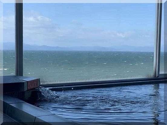 【展望大浴場】琵琶湖のパノラマが目の前に広がります