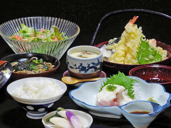*【夕食一例】旬の食材を吟味!当館主人が腕をふるう手作りのお料理を召し上がれ♪