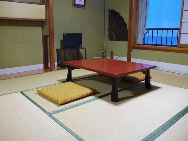 *【湖側和室一例】窓から琵琶湖を眺められるお部屋です。ゆっくりお寛ぎ下さいね。