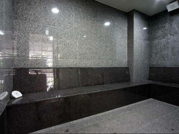 【大浴場ミストサウナ】マイナスイオン効果があるミストサウナ。地下1階