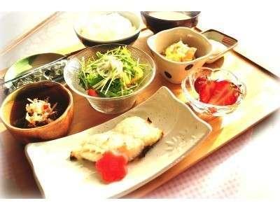 地場産の新鮮な魚介類や野菜を使ったからだに優しい調理法でご提供!(日によって内容が変わります)