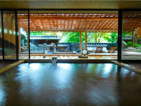 爽やかな新緑の中での入浴は心身共にリフレッシュ。