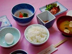 【和朝食】当館の朝食は福井産コシヒカリがご賞味頂ける和朝食でございます。
