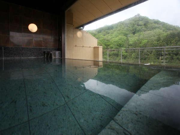 【雲上の湯】石風呂(女湯)