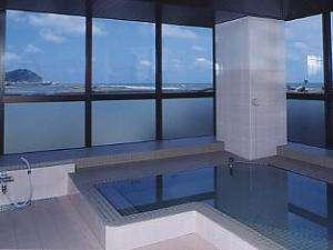 太平洋を一望できる展望大浴場。ヘルストン人工泉でお肌がすべすべに!