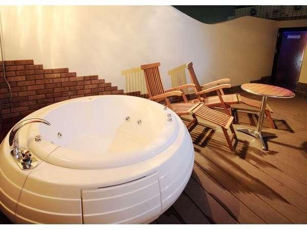 露天風呂の一例でございます。