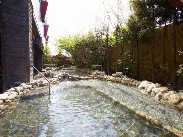 【日本渓流露天風呂】日本の風情に包まれた、せせらぎが心地よい渓流の露天風呂。