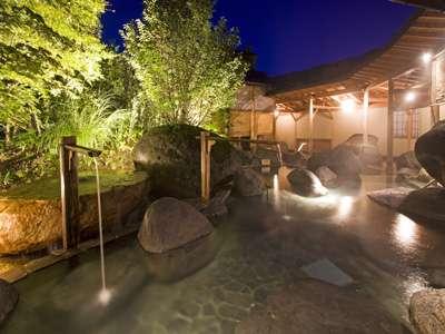 【庭園露天風呂】東北随一の名湯と呼ばれている源泉掛け流しの露天風呂