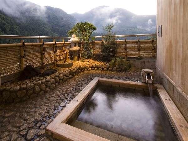 【ロイヤルスイート】自然に抱かれた露天風呂