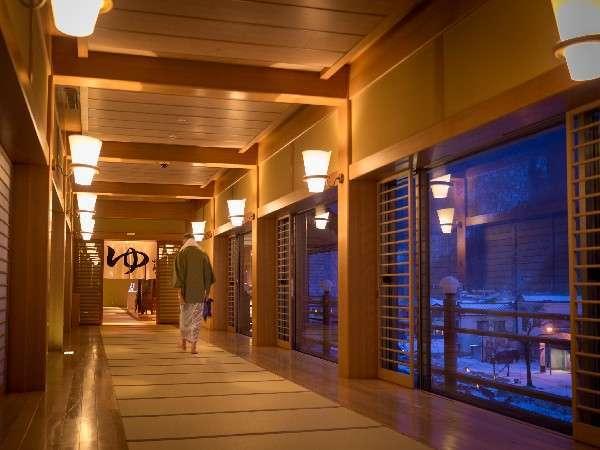 3階大浴場【楽山楽水】情緒あふれる畳敷廊下を渡って大浴場へ