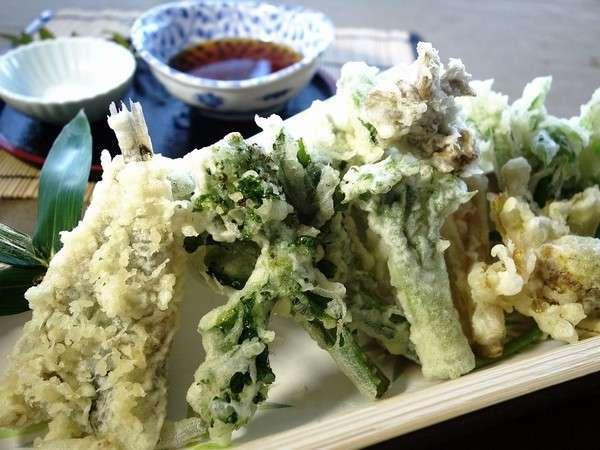 ~*山菜と目光の天ぷら盛り*~山菜といえば天麩羅♪