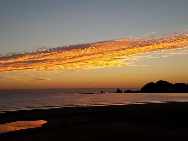 秋/パルスイン勝浦目の前のビーチからの朝焼け♪