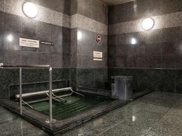 ◆サウナで汗をかいた後に水風呂! ふぅ、サッパリだ!!