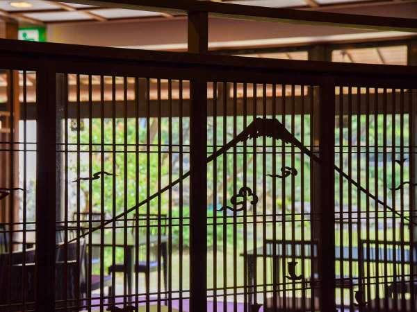 *【食事処】庭園を眺めるお食事処は2017年にリニューアル。※選択できません。