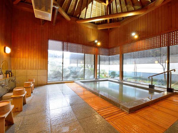 *【大浴場】宮大工が高々と組んだ傘天井。高く立ち上がる湯気はまるで羽衣のよう