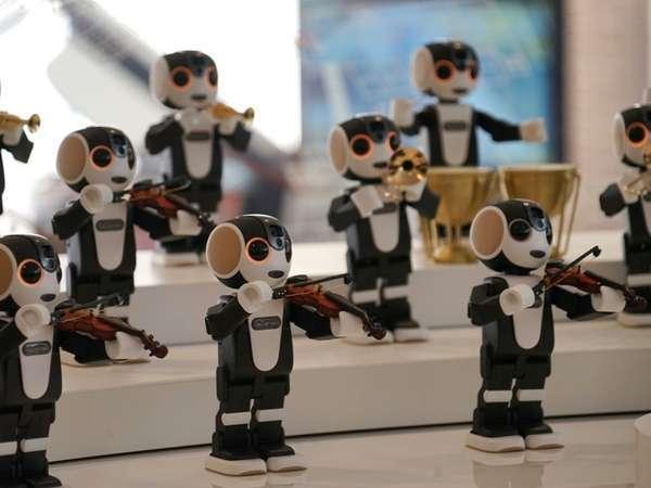 ハピロボ楽団21。お越しいただいた宿泊者をロボットオーケストラで歓迎します。