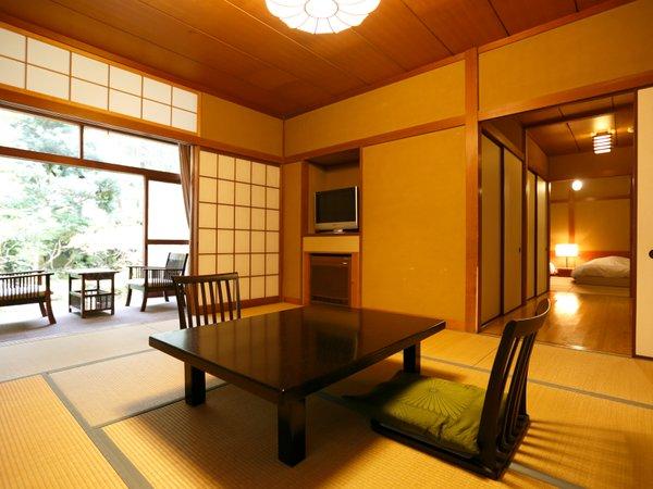【次の間付和室】1室1室の表情が異なるしつらえ、菊屋本来の落ち着いた雰囲気の和室