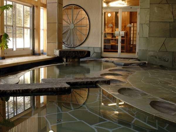 【大浴場:内風呂】「菊風呂」桂川のせせらぎを聞きながら時を過ごす(男女入替制)
