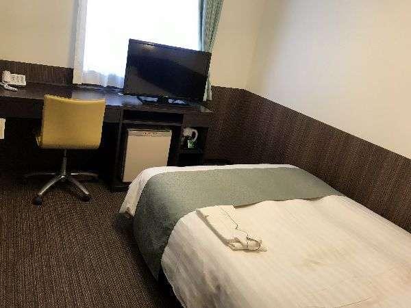 【シングル・ダブルルーム】ベッド幅は140cmのダブルベッドを使用。お部屋の広さは15平米 最大2名様迄