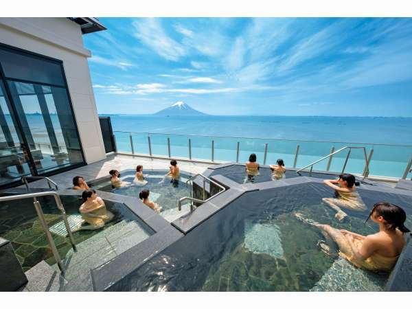 最上階「天空の湯」露天風呂