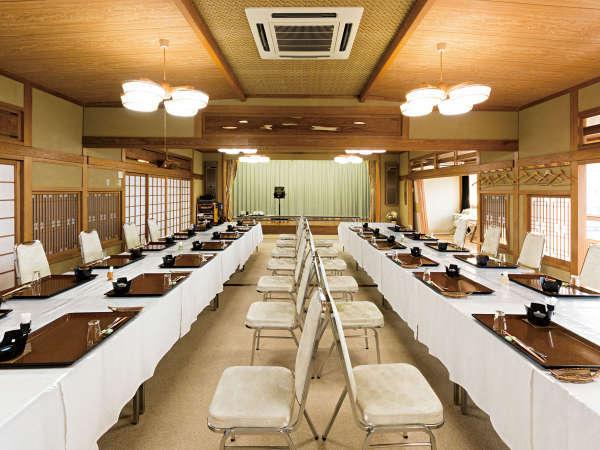 ■大広間■最大220名まで収容可能な格調高い宴会場で当館自慢のお料理をお愉しみくださいませ。
