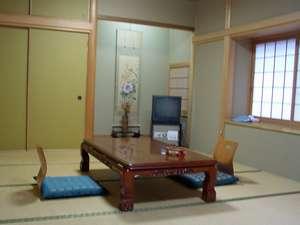 新館和室:202 12畳間少し広めのゆったりとした純和風のお部屋。