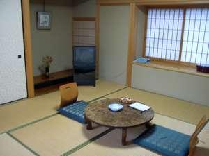 新館和室:201こじんまりとした純和風のお部屋。