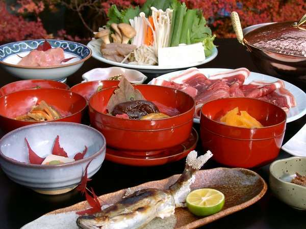 牡丹鍋会席:天川の自然で育った天然猪肉を自家製の3年物の味噌のコラボは最高。