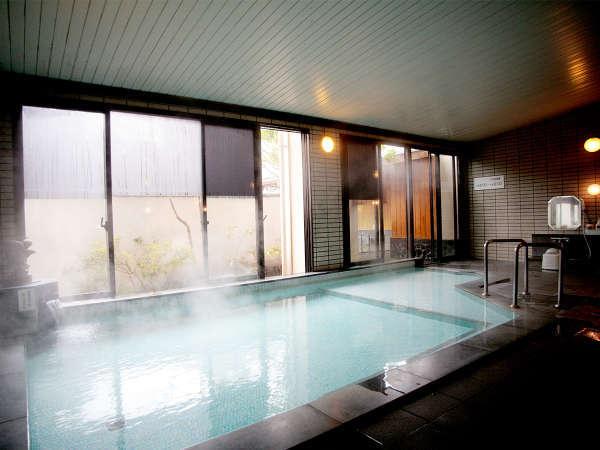 「美人の湯」と呼ばれる、飯坂温泉の湯。つるつる美肌をめざす女性におすすめです。