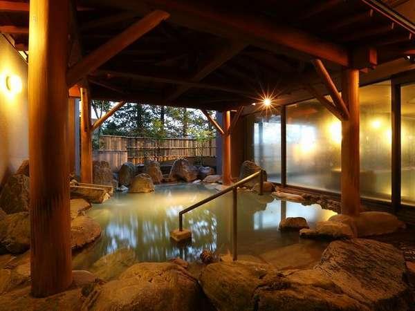 【大浴場/露天風呂(殿方用)】源泉はお肌に柔らかな「綿の湯」と「万代鉱」です。