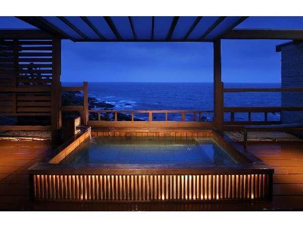 是空自慢の「海と空の貸切露天風呂」雄大な眺めを誰にも邪魔されることなく満喫できます。