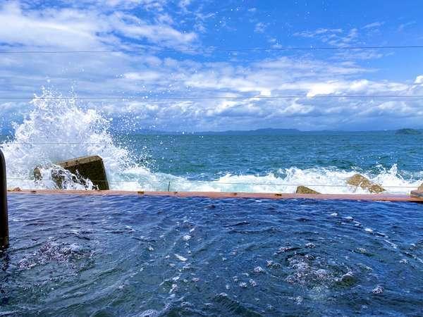 オレンジベイのすぐ裏にあります海上露天風呂『波の湯茜』もちろんこちらも温泉です♪