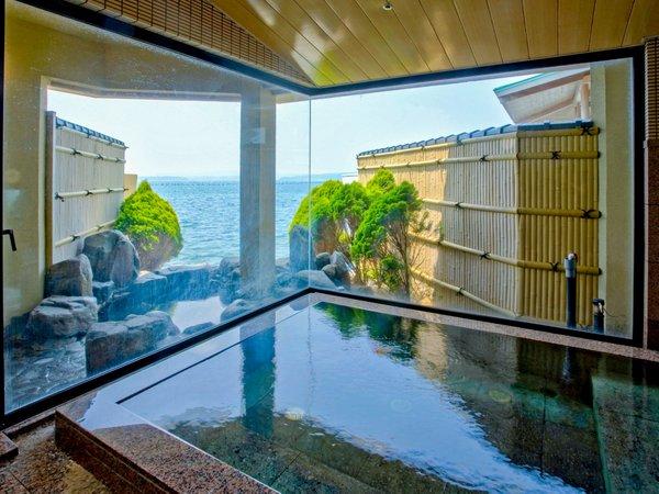 貸切風呂には、内風呂と露天風呂がございます。(1回40分利用3300円にて事前予約受付)