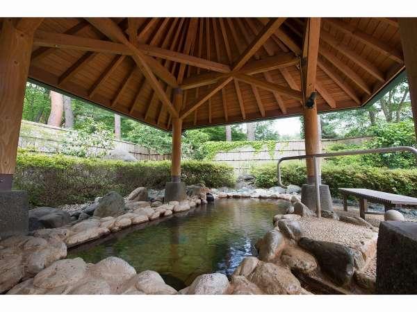 大浴場露天 【延命の湯】内の露天風呂、満天の星空をお楽しみください。