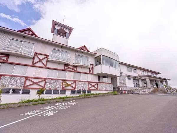 *愛知県と高知県の県境に佇む当館。境界線もございます!