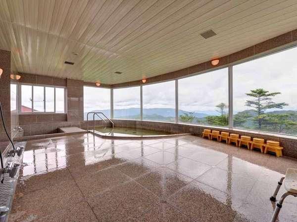*展望風呂/四万十源流水を使った大浴場。夜は星空を。朝は日の出を。絶景を愉しむ湯浴みをどうぞ。