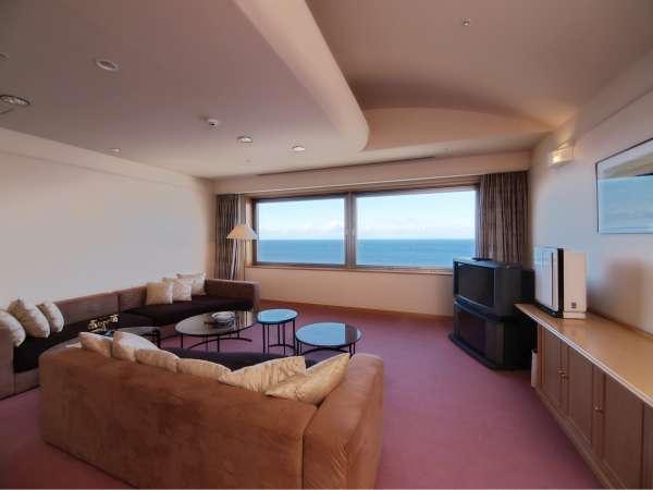 ▲ 貴賓室【和室+洋室+リビング】 最上階日本海が望める部屋 絶景を心ゆくまで、ご満喫下さい。