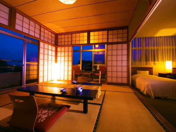 ◆~特別室~雲水◆[和室8畳+洋室17㎡]川を眺める2間のお部屋にはベッドが落ち着くという方にも好評♪