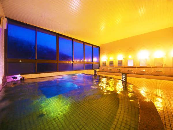 宮之浦川と山岳の景色を見ながらほのぼのと入浴しよう♪