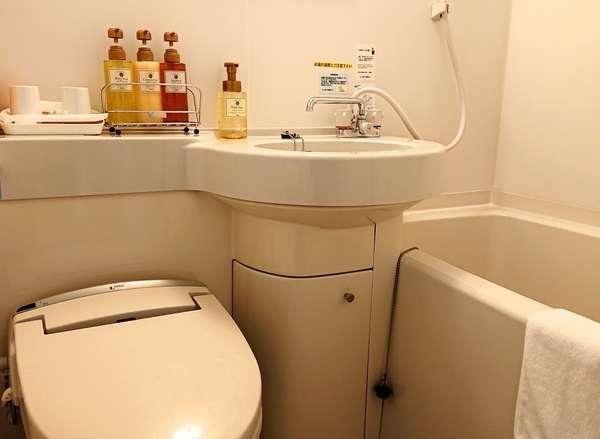 【バスルーム】コンパクトながら、清潔で機能的なユニットバスです。