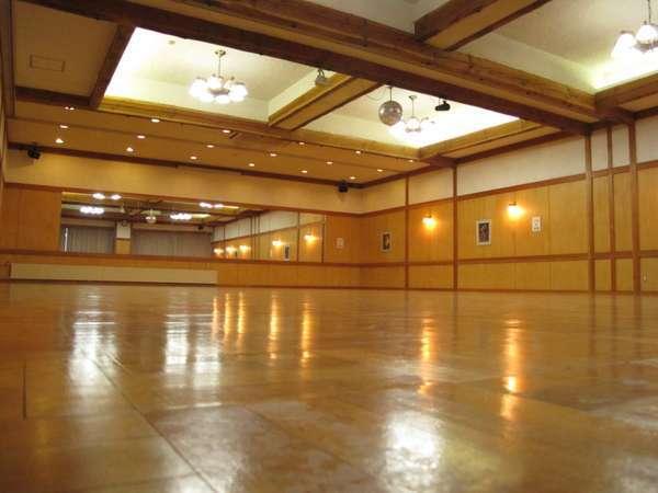 多目的ホール合唱やダンスなど