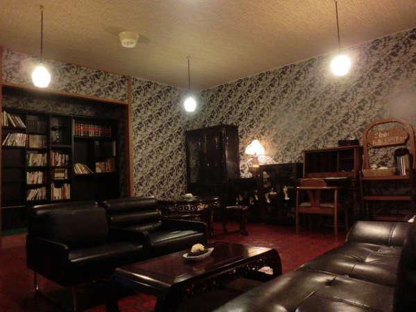 【談話室】お好きな本やコーヒーをごゆっくりどうぞ♪