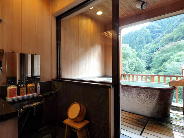 【露天風呂付き客室】源泉掛け流しの贅沢をお部屋でも。