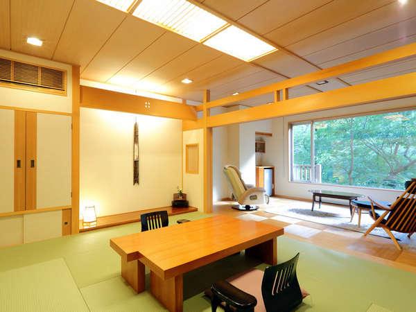 【フローリングリビング付き客室】清流を眺めるゆとりある客室。